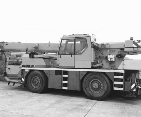 LIEBHERR LTM 1030-2_2000_BN